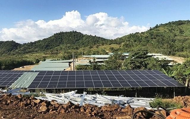 Điện mặt trời áp mái: Quản lý lúng túng, phát triển theo phong trào (!?)